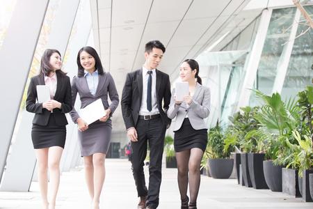 Foto de businesspeople talk  in office in hongkong - Imagen libre de derechos