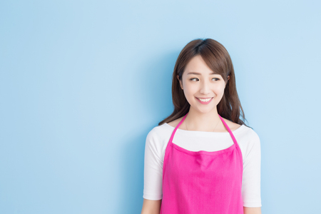Photo pour beauty housewife look something isolated on blue background, asian - image libre de droit