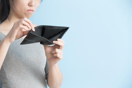 Foto de woman with no money in her pants wallet - Imagen libre de derechos