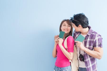 Photo pour young couple go to travel and take passport - image libre de droit