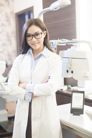 Foto de beauty woman optometrist smile happily and look you - Imagen libre de derechos