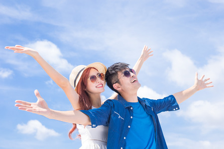 Foto de couple feel free and enjoy with blue sky - Imagen libre de derechos