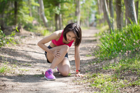 Photo pour sport woman feel pain with calf strain in the forest - image libre de droit