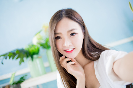 Foto de beauty asian woman take a selfie at home - Imagen libre de derechos