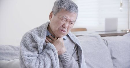 Foto für asian elderly sick man has sore throat and feel very uncomfortable at home - Lizenzfreies Bild