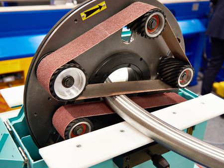 Photo pour Pipe grinding machine with sandpaper - image libre de droit