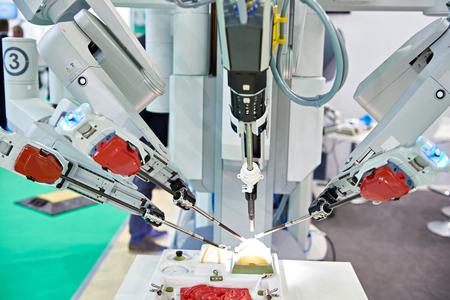 Photo pour Robotic surgical system on a test medical stand - image libre de droit