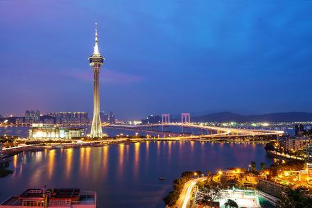 Photo pour Night view of Macau Tower in Twilight Time - image libre de droit