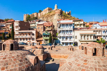 Foto de Abanotubani is the ancient district of Tbilisi, Georgia, known for its sulfuric baths. Abanotubani is located at the bank of the Mtkvari (Kura) River. - Imagen libre de derechos