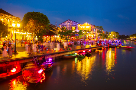 Photo pour Fishing boats at the riverfront of Hoi An ancient town in Quang Nam Province of Vietnam - image libre de droit
