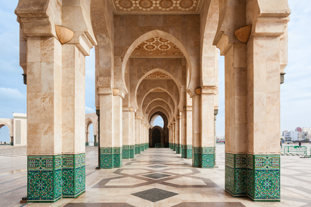 Foto de The Hassan II Mosque is a mosque in Casablanca, Morocco. It is the largest mosque in Morocco and the 7th largest in the world. - Imagen libre de derechos