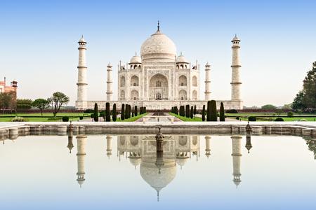 Foto de Taj Mahal in sunrise light, Agra, India - Imagen libre de derechos