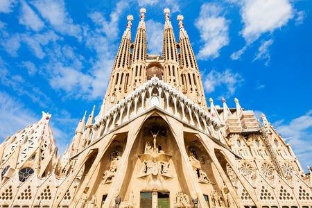 Foto de BARCELONA, SPAIN - OCTOBER 03, 2017: Sagrada Familia is a catholic church in Barcelona, designed by Catalan architect Antoni Gaudi - Imagen libre de derechos