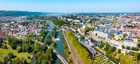 Photo pour Pau aerial panoramic view. Pau is a city, commune and capital of Pyrenees Atlantiques in Nouvelle Aquitaine region, France - image libre de droit