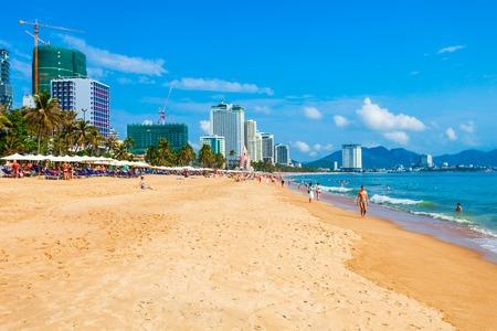 Photo pour Nha Trang city beach is a public beach located in the centre of Nha Trang in Vietnam - image libre de droit