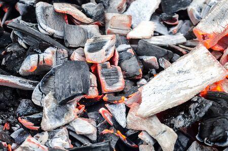 Foto de Texture of hot burning coals - Imagen libre de derechos