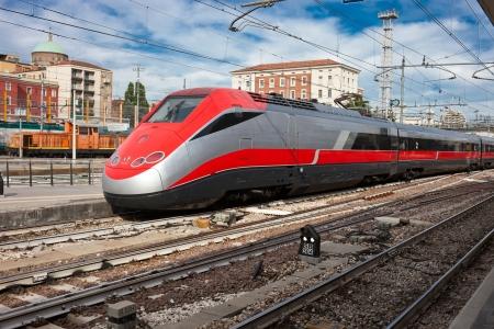 Photo pour Beautiful photo of high speed modern commuter train - image libre de droit