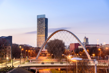 Foto de The Hulme Arch Bridge and Beetham Tower on a skyline of  Manchester, England. - Imagen libre de derechos