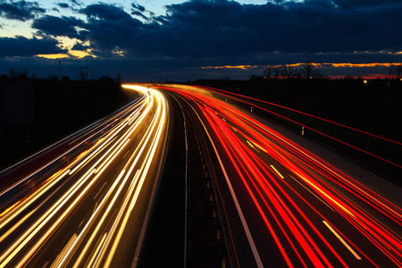 Photo pour Highway at night in long exposure with traffic - image libre de droit