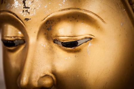Foto de closeup eyes golden buddha - Imagen libre de derechos