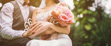 Photo pour wedding bouquet bride and groom - image libre de droit