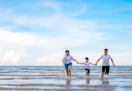Foto de portrait happy family mom dad and son playing together in beach sea side - Imagen libre de derechos