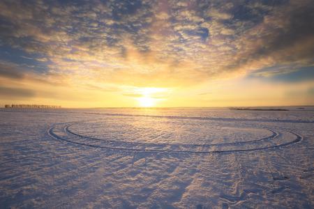 Photo pour winter landscape colorful sunrise over the snow-covered field - image libre de droit