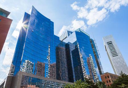 Photo pour Modern buildings in The financial district of Boston - USA - image libre de droit