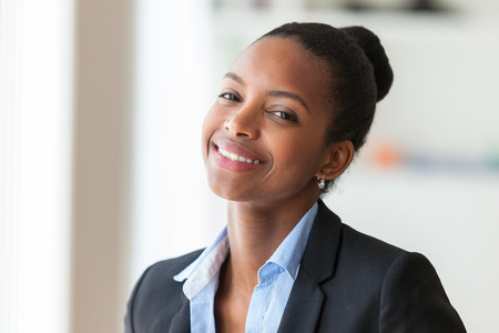 Photo pour Portrait of a young African American business woman - Black people - image libre de droit