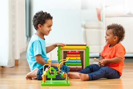 Photo pour African american brothers child playing together - image libre de droit