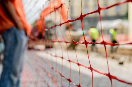 Photo pour orange construction site net around construction site, shallow depth of field - image libre de droit