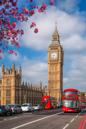 Foto de Big Ben with bus during spring time in London, England, UK - Imagen libre de derechos