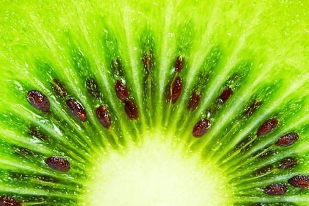 Foto de Slice of fresh kiwi fruit, macro background - Imagen libre de derechos