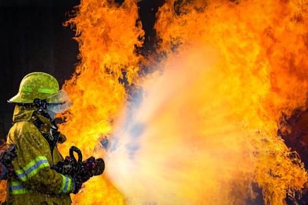 Foto de The Employees Annual training Fire fighting - Imagen libre de derechos