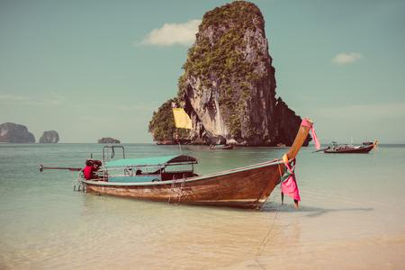 Photo pour Boat on the beach ins Krabi, Thailand - image libre de droit