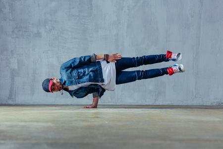 Foto de Young beautiful male dancer posing in studio - Imagen libre de derechos