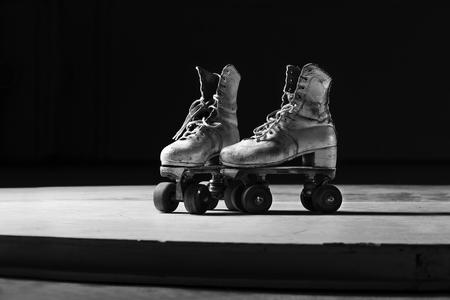 Foto de roller skates in black and white - Imagen libre de derechos