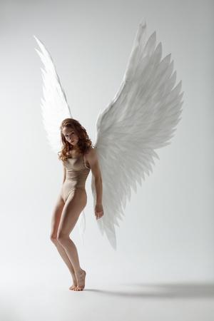Foto de angel woman dancing - Imagen libre de derechos
