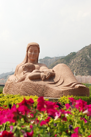 Photo pour Statue Of Mother Yellow River - image libre de droit