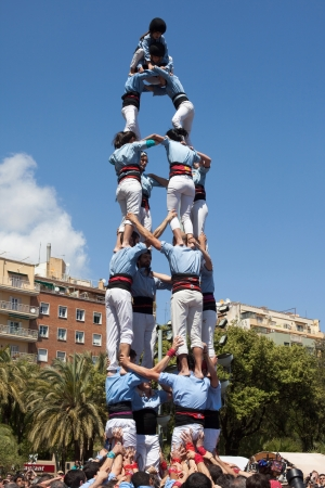 Foto de Barcelona, Spain - April 21, 2013: Catalan human pyramid (Castell) performed by the Castellers of Poble Sec in the festival of La Sagrada Familia on April 21, 2013 in Barcelona, Spain. - Imagen libre de derechos