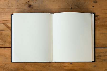 Foto de open book with blank pages on wood table - Imagen libre de derechos