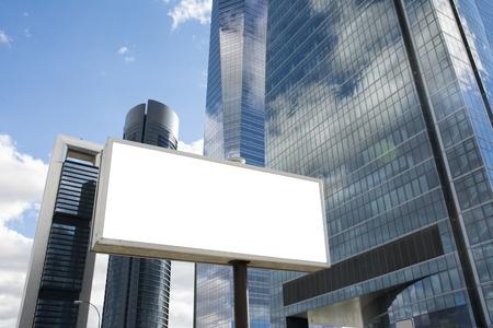 Foto de Blank billboard in front of office skyscraper - Imagen libre de derechos