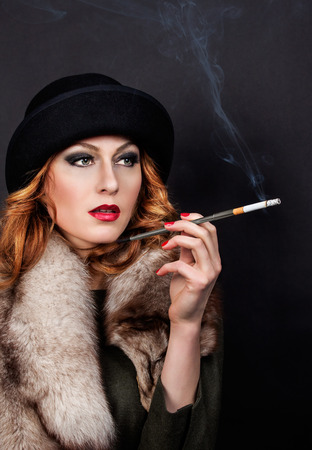 Photo pour Retro Woman Portrait. Beautiful Woman with Mouthpiece. Cigarette. Smoking Lady - image libre de droit