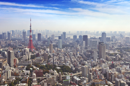 Photo pour The skyline of Tokyo, Japan with the Tokyo Tower photographed from above. - image libre de droit