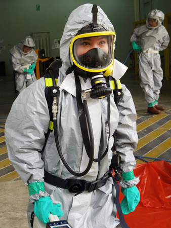Foto de Rayong Thailand , February 09 - 2018 : Emergency team wearing chemical protection suit for work in dangerous chemical in factory. - Imagen libre de derechos