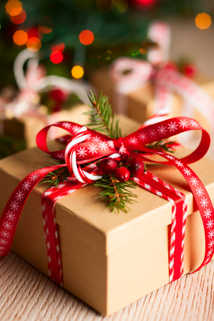 Foto de Christmas gift box with decoration - Imagen libre de derechos