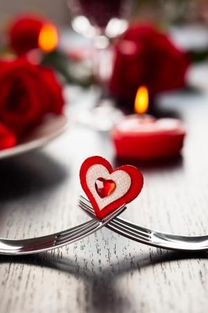 Photo pour Festive place setting for Valentine - image libre de droit