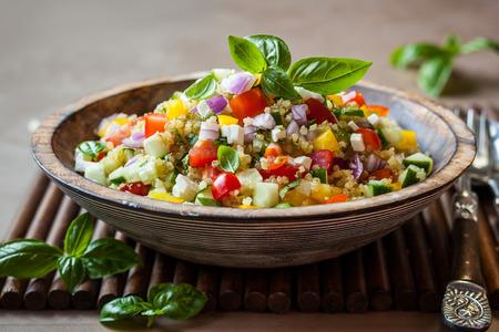 Photo pour Quinoa salad with cucumber,tomato and feta - image libre de droit