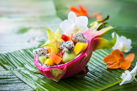 Foto de Exotic fruit salad served in half a dragon fruit - Imagen libre de derechos