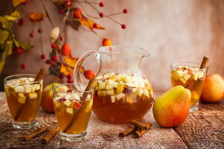 Foto de Autumn  sangria with apples,pears and cinnamon - Imagen libre de derechos